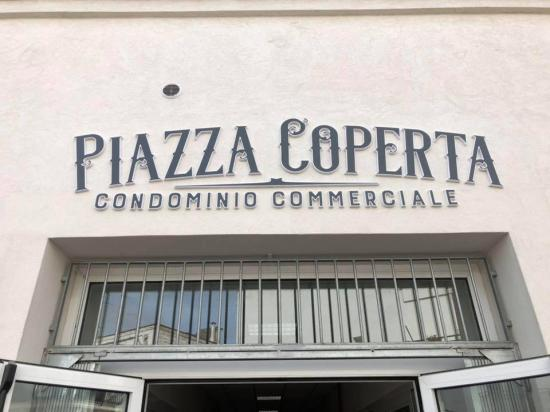 Piazza Coperta Il Condominio Commerciale