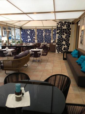 Nicola's Café