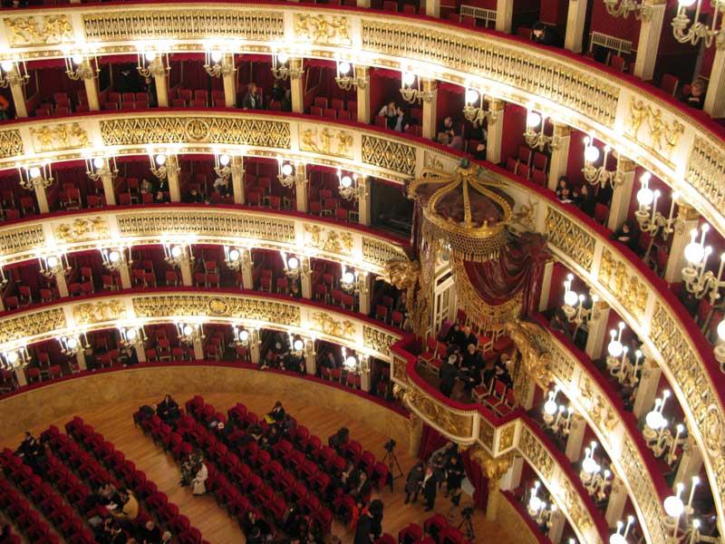 Il Teatro di San Carlo e il Teatro Bellini fanno sistema. Nasce la Card Winter