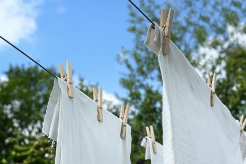 Lavatrice e bucato: gli errori da evitare e i programmi che consumano meno