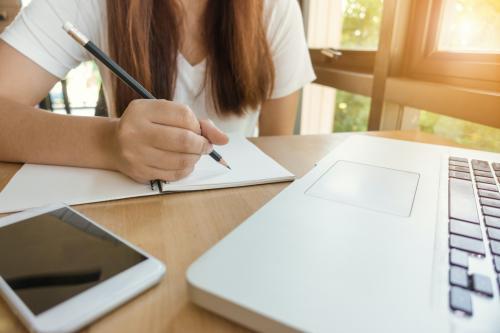 Cinque strumenti per imparare le lingue senza muoversi da casa