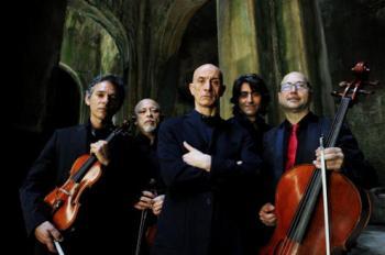 """Peppe Servillo con i Solis String Quartet in """"Spassiunatamente"""" concerto classico in napoletano  presso il Teatro Curci per l'Associazione Curci di Barletta"""