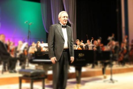 Il premio sebetia ter per la musica al maestro di palma for Palma di san pietro