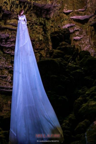 Hell in the Cave - versi danzanti nell'aere fosco