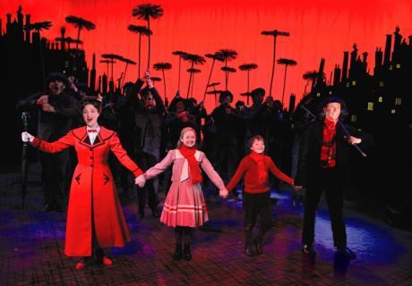 Una tata perfetta: in scena il musical di Mary Poppins