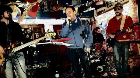 Incursioni del rock con i Granma Baka al Gargà Music Bar