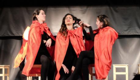 Famiglie a teatro - Red, la vera storia di Cappuccetto Rosso