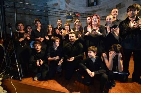 """Concerto de """"Gli Eroi del Piano di Angela Montemurro """"Da un dito a...18 pianisti su un Pianoforte solo"""""""