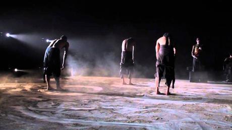 Garibaldi danza: Nête jinte o pecciöne de la tèrre (nato tra le cosce della terra)