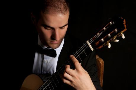 """""""PAISIELLANDO AL MUSEO NAZIONALE ARCHEOLOGICO DI TARANTO"""" concerto del chitarrista Andrea Monarda"""
