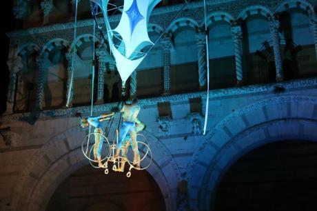 """Gli acrobati volanti SONICS nello spettacolo """"OSA"""""""