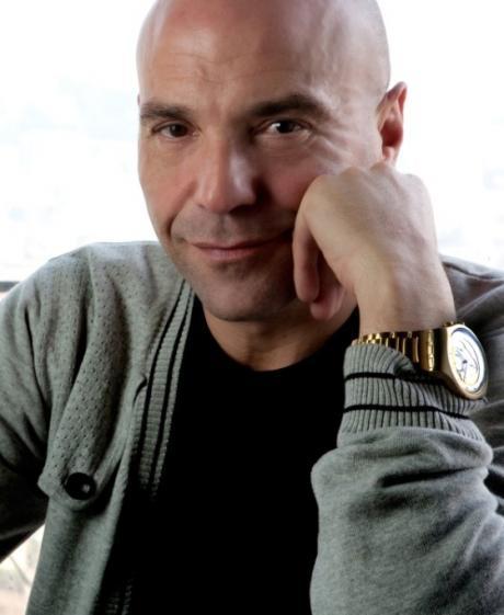 Scanzonatissime: una serata di musica e risate griffata Gianni Simioli  al Premio Troisi