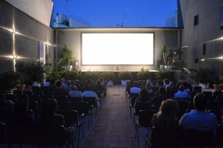 ARENA VIGNOLA l'esclusivo cinema all'aperto a POLIGNANO A MARE