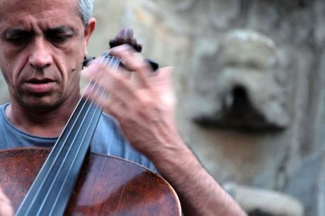 Giovanni Sollima e l'Ensemble di violoncelli del Conservatorio N.Piccinni in concerto