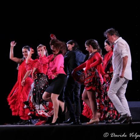 Attesa al Teatro Forma per la Compagnia Flamenco Nuevo