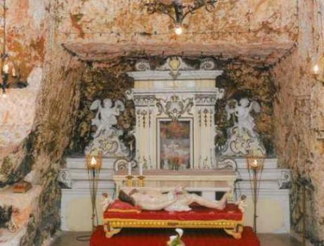 """Antico pellegrinaggio alla chiesa rupestre di """"Cristo alla Grotta"""""""