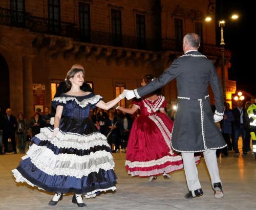 """Gran Ballo Ottocentesco in piazza e a Palazzo De Castro, e poi cena """"Rossiniana"""", domenica 16 giugno a Squinzano."""