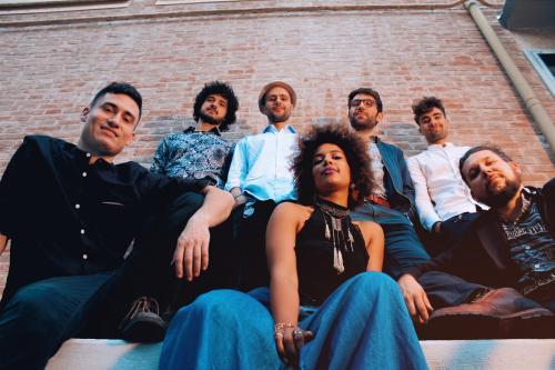 """L'energia dei """"Rumba de Bodas"""" in concerto, e a seguire dj set, sabato 3 agosto a La'nchianata di Torricella (Ta), nell'ambito del Popularia Festival 2019."""
