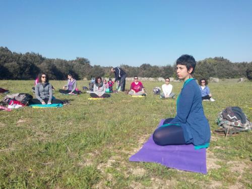 Yoga nel bosco e storie di banditi