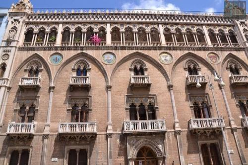 Palazzo Fizzarotti con apertura del terrazzo
