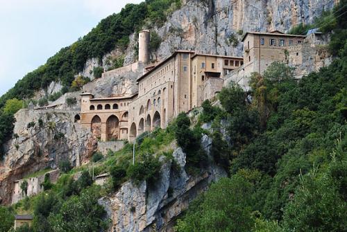 Subiaco, il monte, il lago, la grotta e i monasteri di San Benedetto