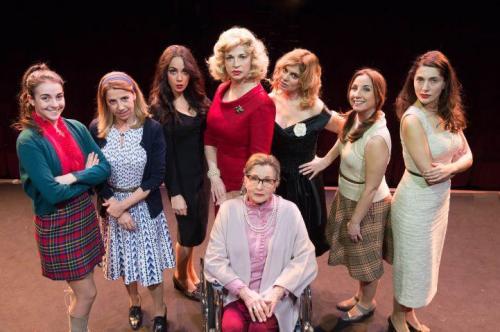 Otto donne è un mistero, in scena sul palco di Massafra