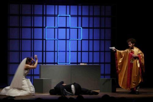 Contro la Libertà, in scena sul palco di Manfredonia