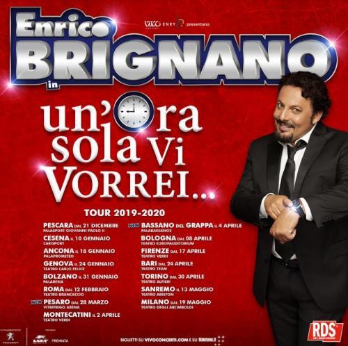Enrico Brignano sul palco del Brancaccio