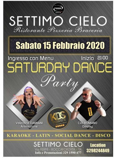 Musica con dj Ciro Romano e l'animatrice Valentina Damiani. Balli di gruppo, karaoke, social dance, latino, caraibico, dance