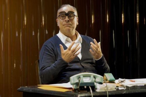 Enzo Decaro sul palco del Vignola di Polignano