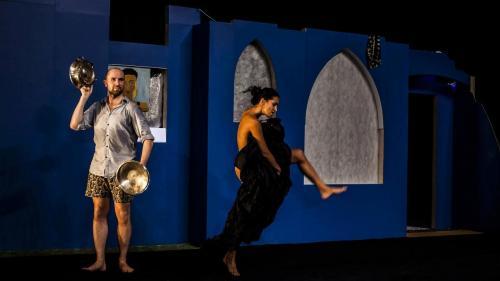 Caen Amour, una sfilata circolare e fantasmatica di danze popolari