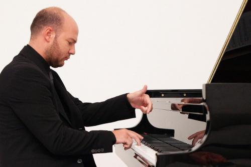 Davide Valluzzi piano