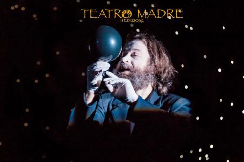 L'universo è un materasso | Teatro Madre 2020