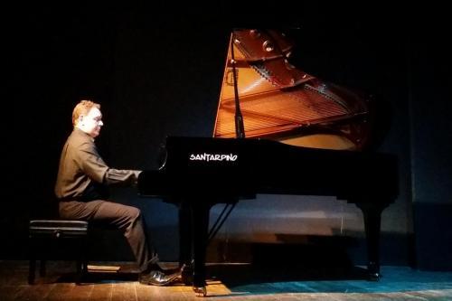 Luca Mennella piano